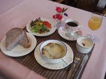 朝食例・・チーズをたっぷり使った創作オーブン料理