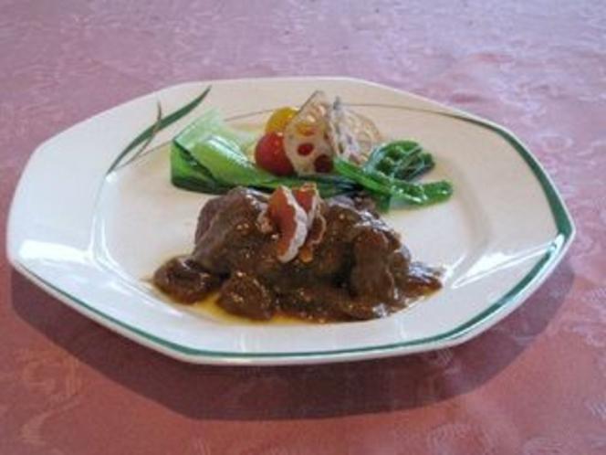 肉料理例・・牛フィレ肉のポルチーニソース