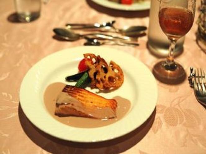 魚料理例・・サーモンのソテーポルト酒のソース