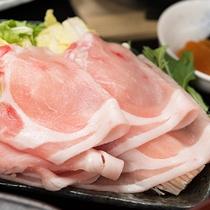 *【夕食一例】やわらかい黒豚をしゃぶしゃぶにてお召し上がりください。(季節により内容は異なります。)