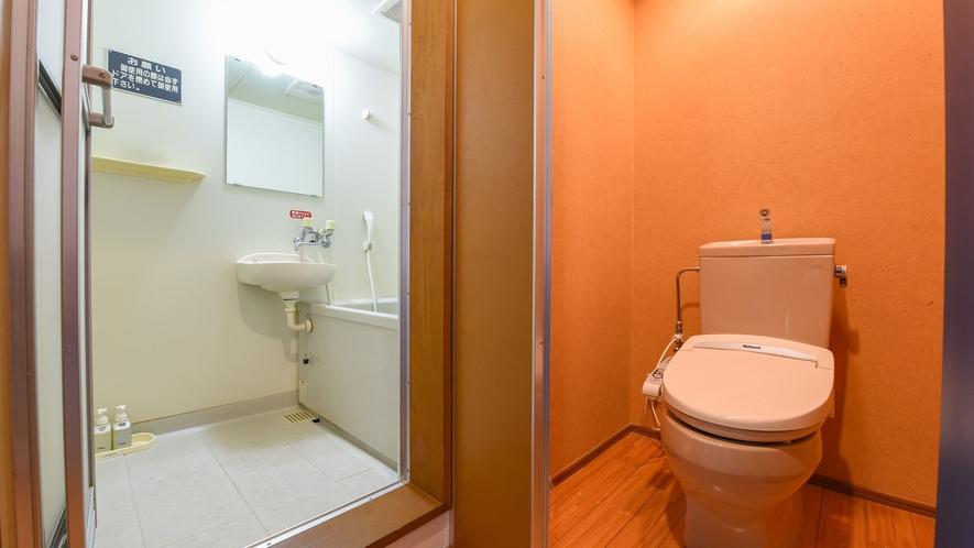*【洋室一例】バス・トイレ付。温泉もご利用いただけます。