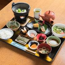 *【朝食一例】朝食には和定食をご用意。健やかな1日をお過ごしください。
