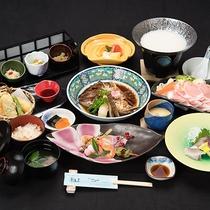 *【夕食会席一例】茶湯里こだわりの季節の会席をお楽しみくださいませ。