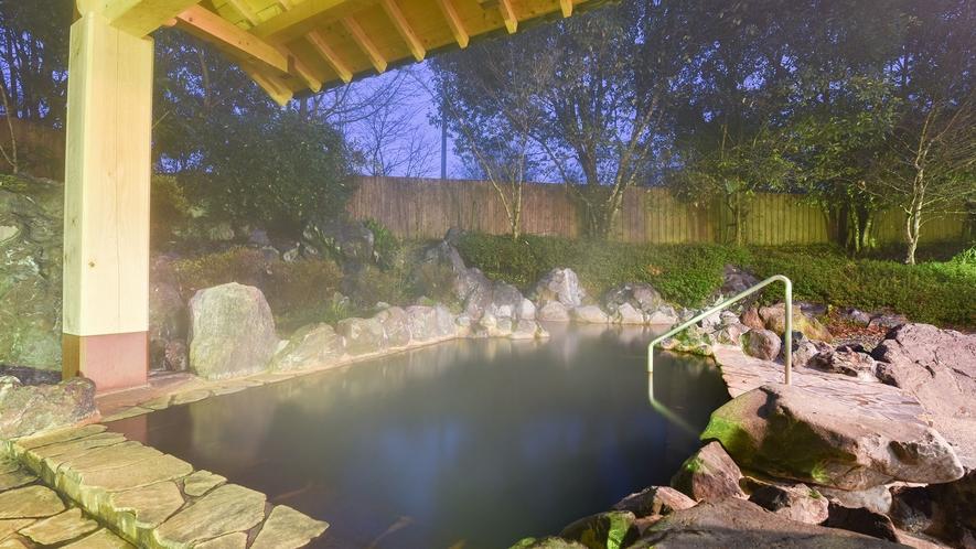 *【露天風呂・女湯】お肌スベスベ♪女性には嬉しい温泉です。自慢の泉質をお楽しみください。