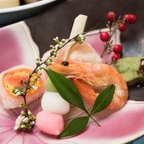 *【夕食一例】季節の食材を使った会席をどうぞ。
