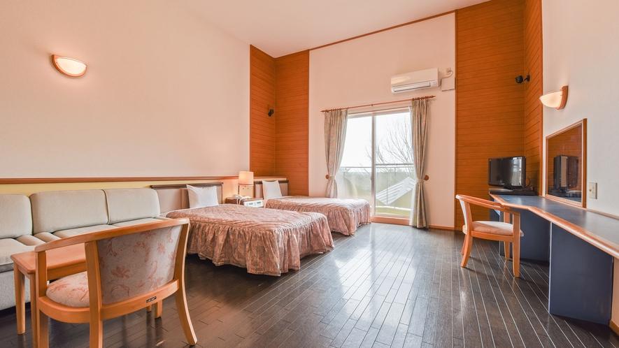*【洋室一例】ツインベッドを置いても広々スペース♪ごゆっくりお過ごしください。