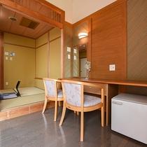 *【和洋室一例】ドレッサースペース。冷蔵庫もご利用いただけます。
