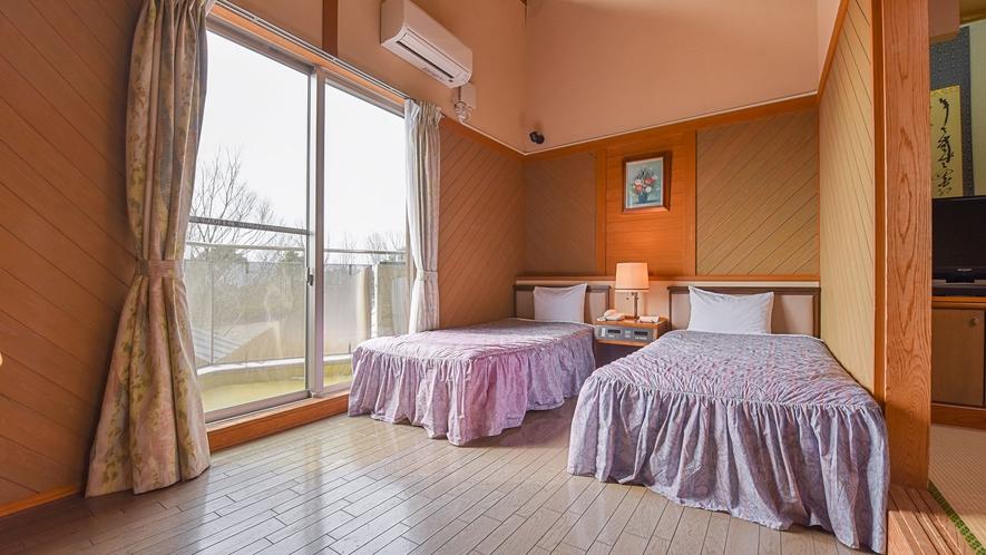 *【和洋室一例】洋室部分にベッドが2つあり、5名様までご利用頂けます。