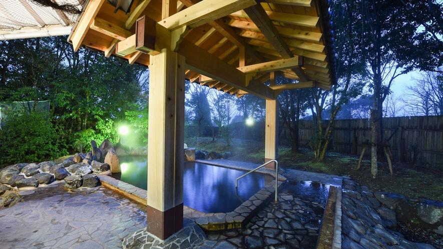 *【露天風呂・男湯】お肌すべすべ♪天気が良い日には満点の星空の下、温泉を楽しめます。