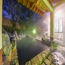 *【露天風呂・女湯】天気がいいには星空を眺めながら☆屋根もあるので雨でも安心です。