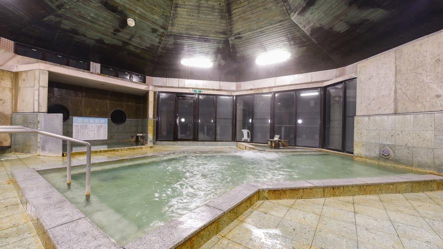 *【大浴場・男湯】天井も高い大浴場。お肌すべすべになる温泉にぜひお入りください。