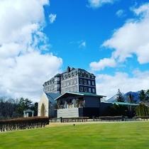 【外観】青空にたたずむヨーロピアン館