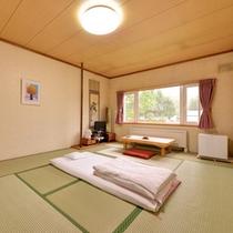 *和室10畳(客室一例)/心なごむ和室のお部屋。窓を開けて心地よい北海道の風を感じて。