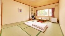 *和室6畳~8畳トイレ無し(客室一例)/心なごむ和室のお部屋。窓を開けて心地よい北海道の風を感じて。