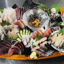 【夕食一例】  壱岐の海の幸を盛り込んだ舟盛り