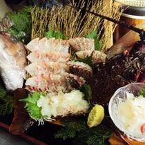 【夕食一例】   朝水揚げされたばかりの新鮮な玄界灘産の天然魚介類をどうぞ