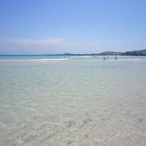 【大浜海水浴場】当館から徒歩約5分。遠浅のビーチで小さなお子さまでも安心して遊べます♪
