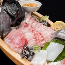 *【夕食一例/黒鯛の舟盛】プリプリした歯ごたえが特徴のクロダイをお刺身で贅沢に堪能!
