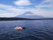 富士山をバックに様々なウォーターアクティビティを♪