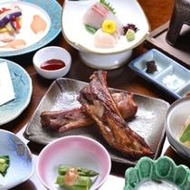 *【お夕食例】中屋定番の「越後もち豚の漬け焼き」を季節により味付けを変えてお出しします。