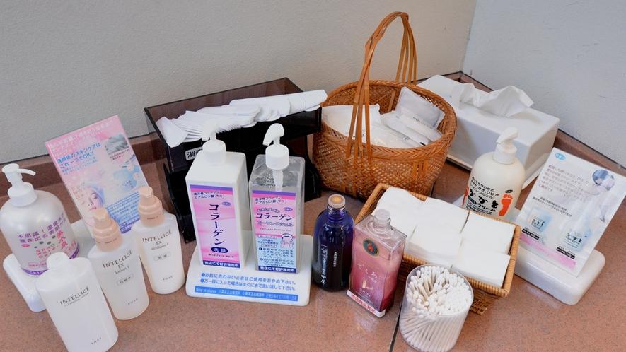 *【大浴場/アメニティ(女性)】化粧水や乳液など揃えています※中屋オリジナル化粧水は現在生産停止中※