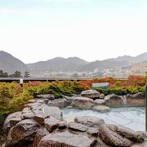 *露天風呂(男性)/谷川岳と湯沢の街並みを望む まさに絶景露天風呂