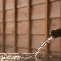 *湯峠館・露天風呂付客室「胡蝶」/お庭付きの広々とした露天風呂は開放感たっぷり