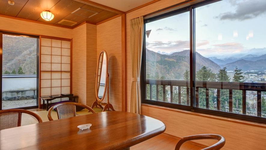 *湯峠館・和室二間「12畳」/お食事処はダイニングテーブルまたは掘りごたつを配置