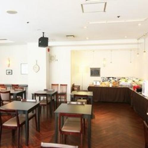 朝食会場 VUS・TLE:朝日差し込む広々とした空間でゆったりと朝食を♪