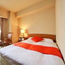 モデレートシングル:ベッドも幅広く、27型TVもあり設備も充実!  居心地の良い空間でゆったりと