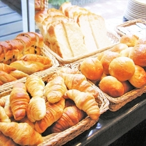 グランドホテル自慢の朝食バイキングです♪和洋合わせた食材をたっぷりとご用意させていただいています。