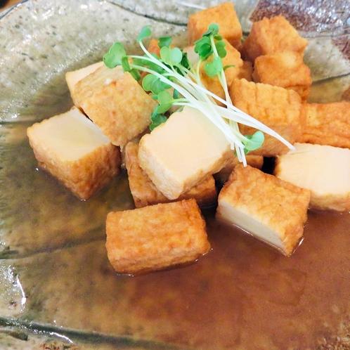 絹厚揚げの煮物:朝からやさしい味付けの煮物を。家族や子どもにも食べてほしい料理を日々研究しています。