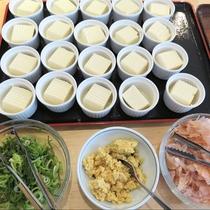冷奴:朝食はバイキングスタイルで、和洋ともに準備しています。