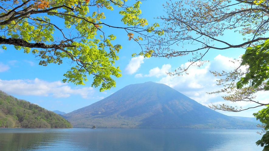 *夏/中禅寺湖と男体山