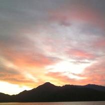 *夕暮れの中禅寺湖
