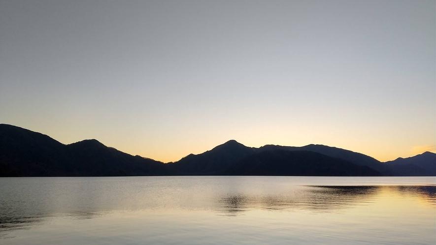 *秋/中禅寺湖の夕暮れ