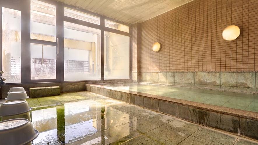 *内湯/光が差し込む、明るい大浴場