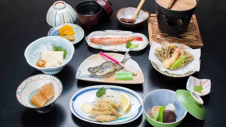 *夕食一例/地元産の旬の食材をふんだんに使用した、和食料理をご用意いたします。