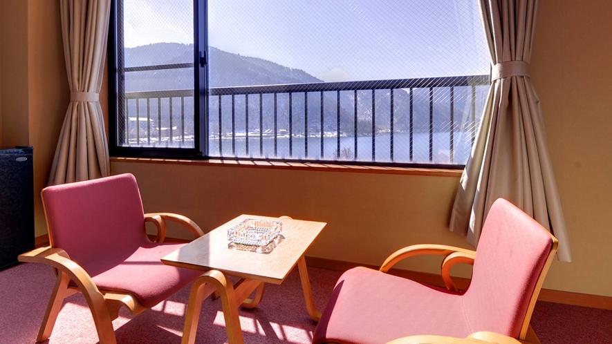 *新館和室8畳/窓辺の椅子に腰かけて、日本百景を眺めながらごゆっくりとお寛ぎ下さい。