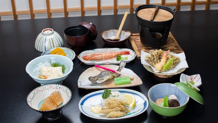 *夕食一例/ゆばをはじめ一つ一つ丁寧に調理したやさしい、素朴な味わいをご堪能下さい。