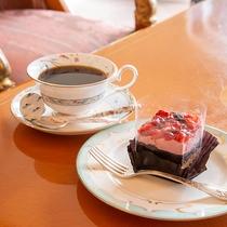 *ラウンジ/営業時間10:00~17:00 コーヒーとスイーツで寛ぎの時間をお過ごしください