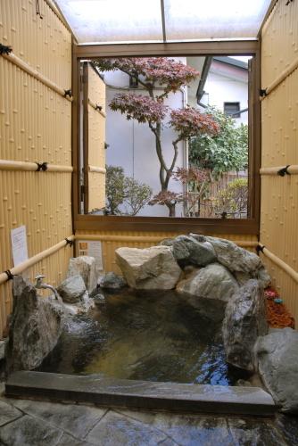 半露天風呂付客室の露天風呂