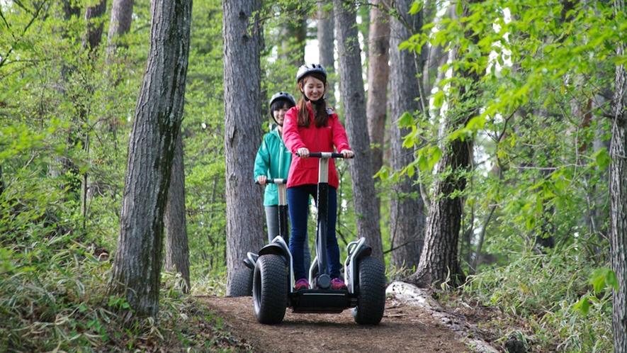 *近未来の乗り物『セグウェイ』で野山を散策するセグウェイネイチャーライド