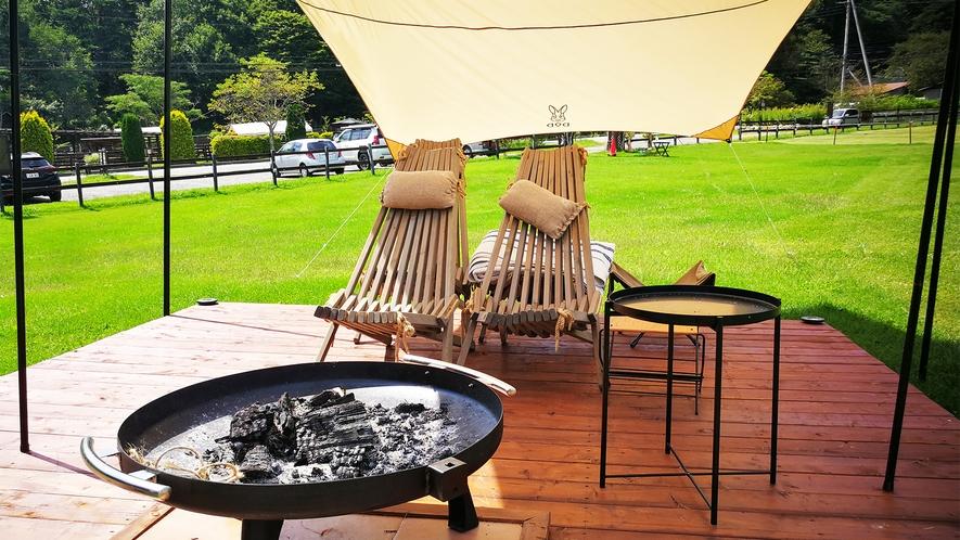 *屋外焚火体験スペース一例/日が暮れたら、チェアに座って揺らめく炎を楽しめます。