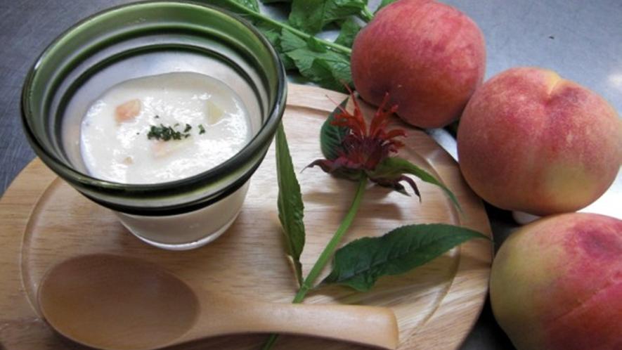 *食事一例/桃のスープ
