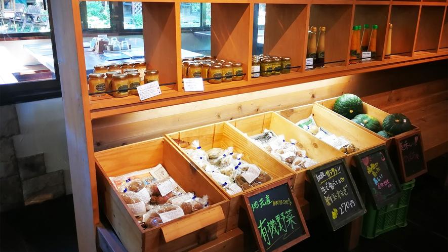 *自家農園野菜販売所一例/地元産有機野菜など、近隣の新鮮なお野菜を販売しています。