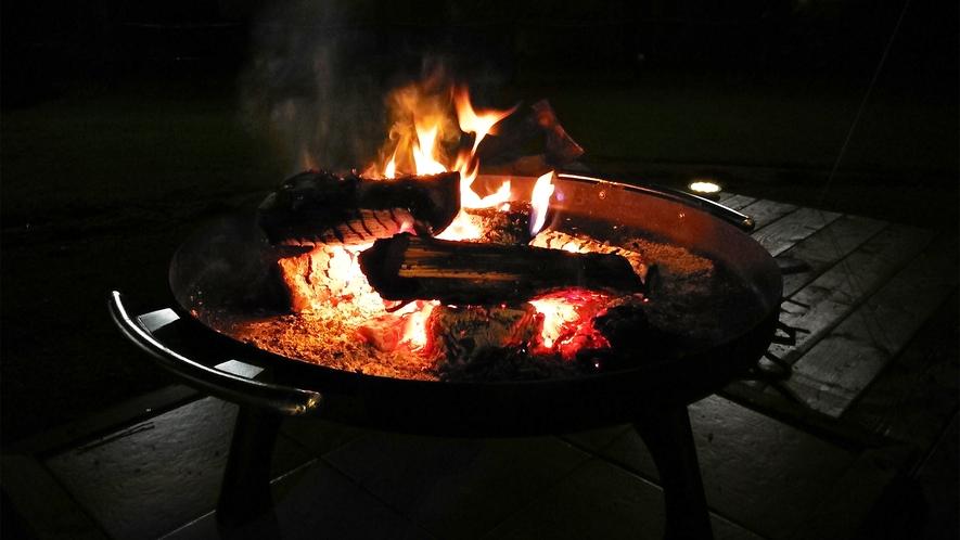 *焚火体験スペース一例/日常を離れ、揺らめく炎を囲みながら素敵な時間をお過ごしください。
