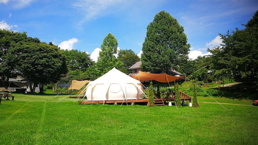 *グランピングテント/草原の中にあり、自然をいっぱいに感じられるロケーションです。