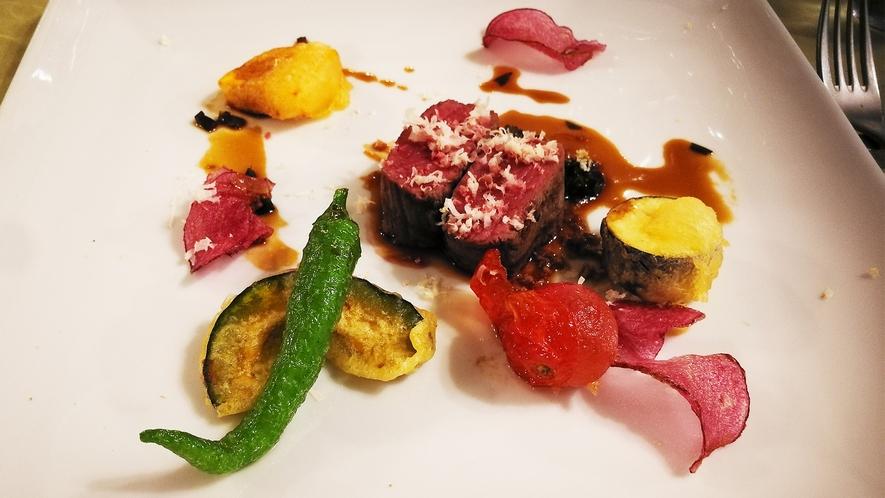 *フレンチ一例/夕食肉料理(牛肉のロースト 季節の野菜を添えて))
