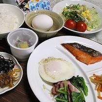 *【朝食(一例)】ご飯がすすむ料理をご用意してお待ちしております!